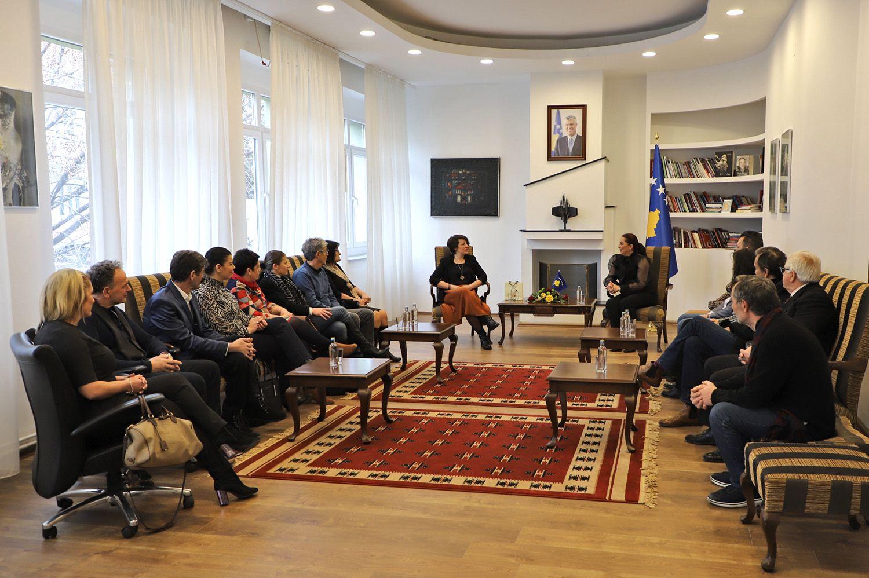 Ministrja Dumoshi paralajmëron strategji për kulturë